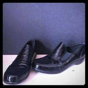 Clark's Bendables Black 8.5 alligator print